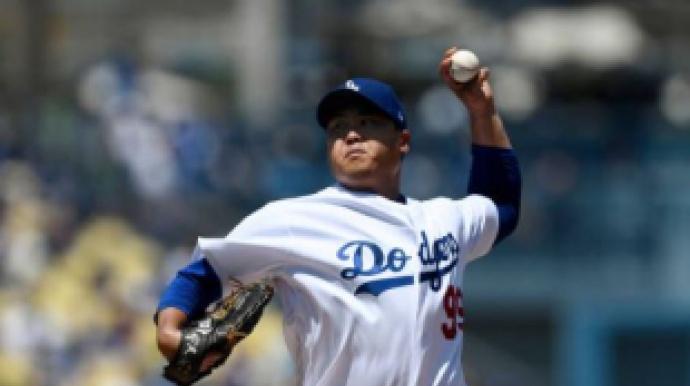 류현진, 데뷔 첫 홈런…7이닝 3실점, 시즌...