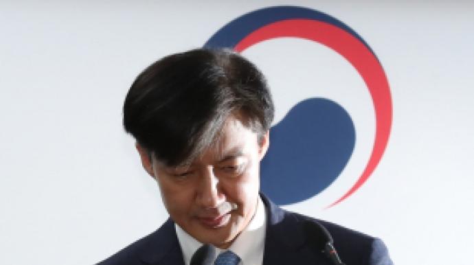 """[속보] 조국 법무부장관 전격 사퇴…""""이..."""