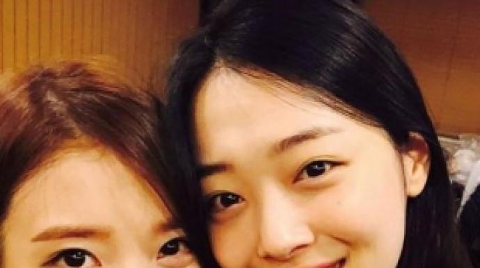 """아이유 '복숭아' 차트 역주행…""""설리 ..."""