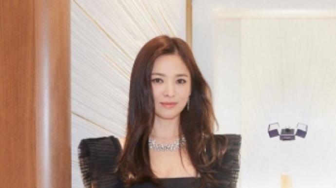 송혜교 근황, 올블랙 카리스마
