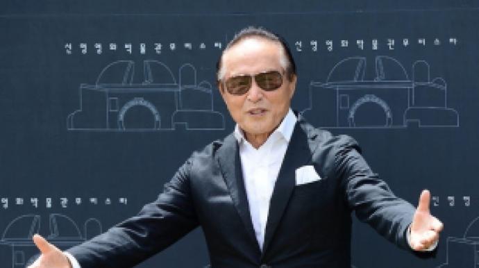 '윤정희 동료' 신영균 누구?…치과의사...
