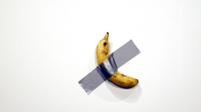 '1.4억짜리 바나나' 작품 먹어치운 행위...