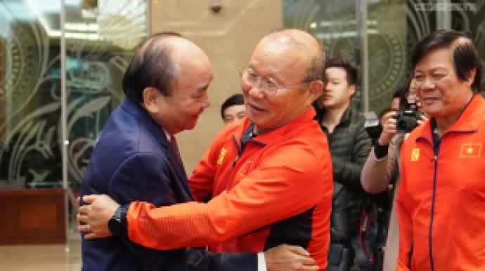"""베트남 총리 """"박항서호, 국가발전에 기여..."""