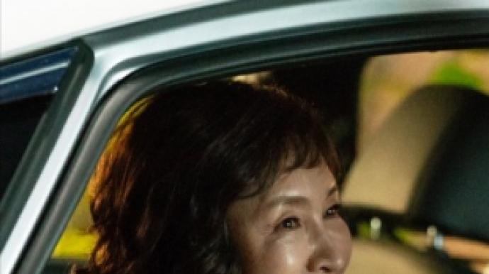 배우 정애리, 교통사고로 갈비뼈 골절…소...
