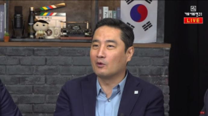 """김건모 무고 맞고소에 강용석 """"잘못된 선..."""