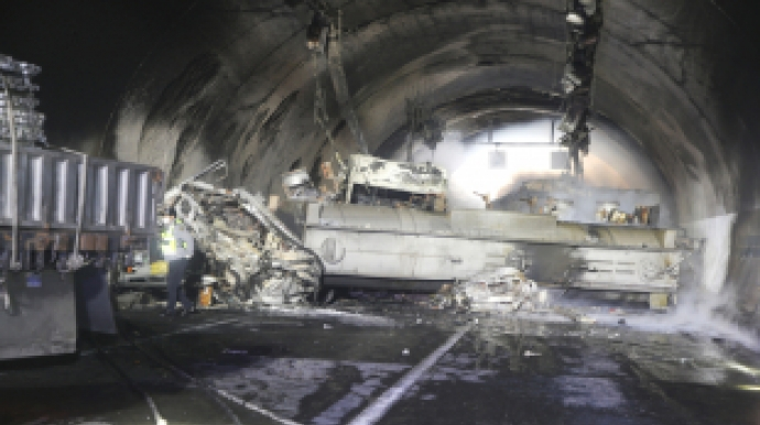 순천-완주고속도로 터널사고 사망자 늘어...