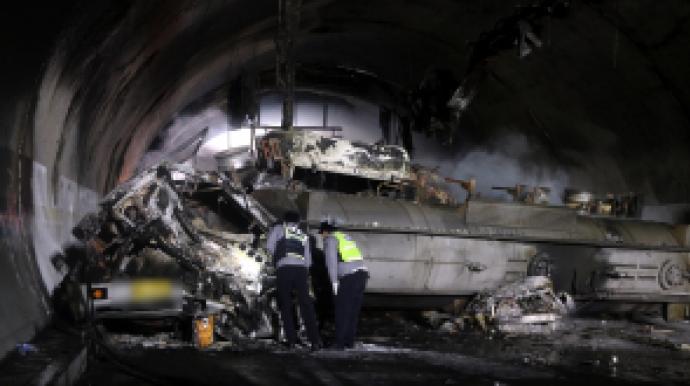 순천완주고속도로 터널 사고 사망자 4명으...