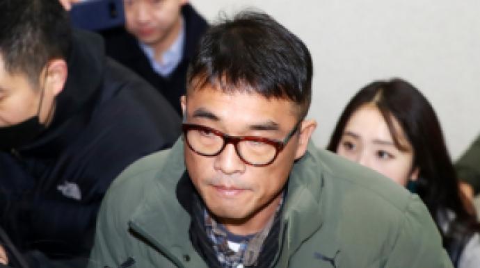 """김건모, 신혼집서 장지연과 생활…""""가세..."""