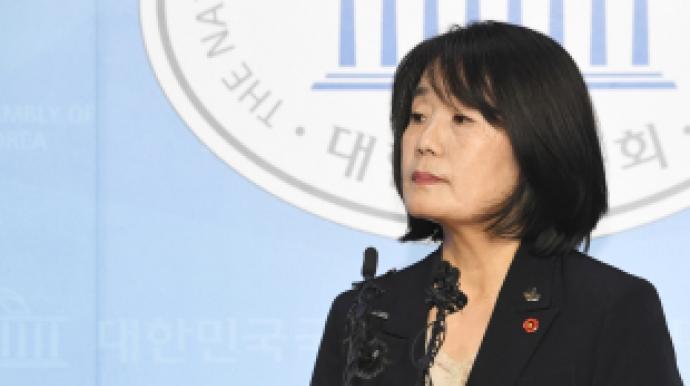 윤미향,태세전환… 딸 김복동 장학금 의혹...