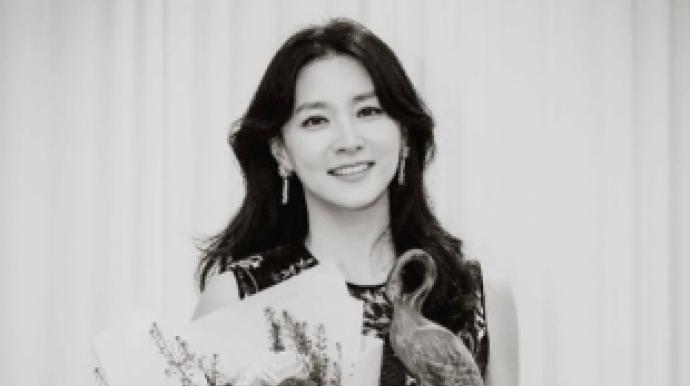 이영애, 흑백사진 속 뽐낸 여신美 '50대 ...
