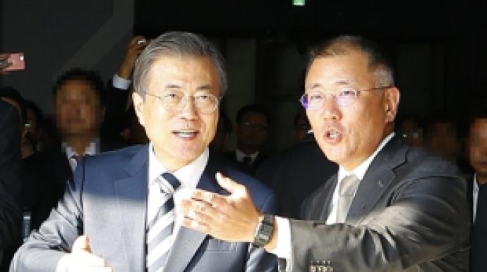 [단독]'미래차 광폭행보' 정의선, 문 대...