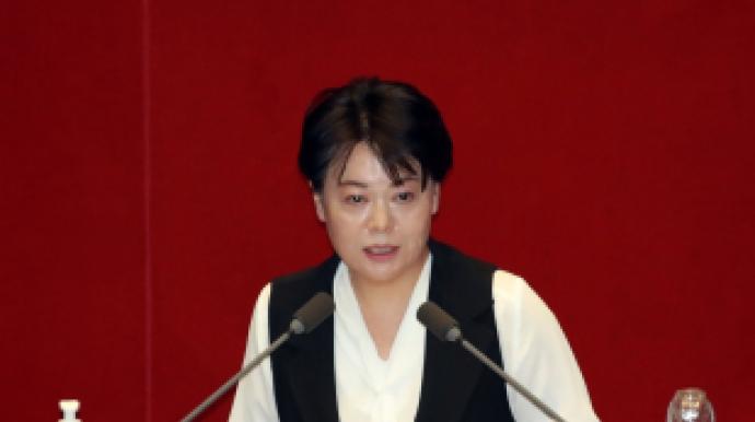 """""""팔 떨고 눈물 머금었다""""…'윤희숙 연..."""
