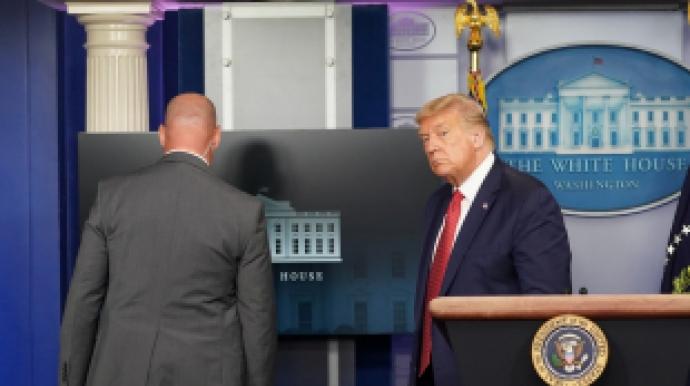 트럼프, 브리핑 도중 대피…백악관 주변서...