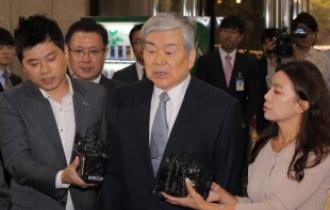 Police seek arrest of Korean Air chief