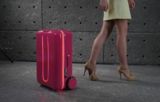 Autonomous suitcase Travelmate makes global debut in Korea