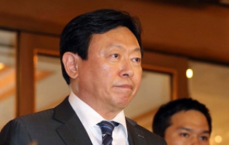 Lotte chief's jail term throws Korean retail giant into disarray