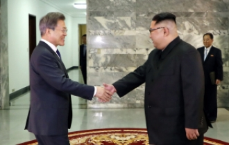 Two Koreas' leaders hold second summit