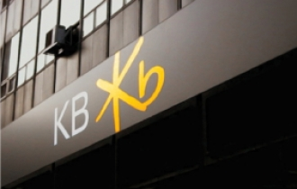 KB, Shinhan regroup as competition heats up for 'leading bank' title