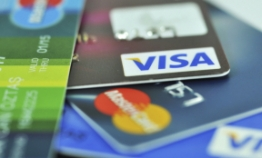 Credit card use surpasses cash at convenience stores