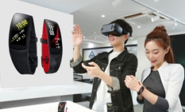 Samsung releases advanced fitness band, VR headset in Korea