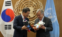 Moon reassures Koreans on alliance with US, calls for UN support in NK issues