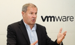 VMware seeks to lead transition to 'hybrid clouds'