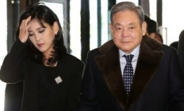 Samsung chief's ranking rises among the global superrich : report