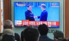 [BIG REUNION] Moon, Kim begin historic meeting at border