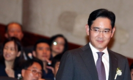 Samsung heir leaves for India with two missions