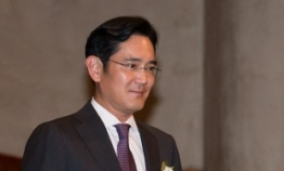 Samsung shares soar on heir's first meeting with President Moon