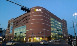 E-mart acquires shares worth W34.3b from owner family