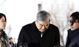 Korean Air chief quizzed over embezzlement charges