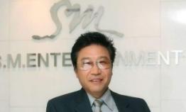 SM under pressure to answer activist shareholders