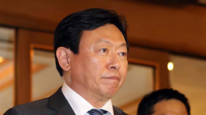 Lotte chief retains grip on management