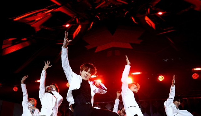 BTS performs at 2019 Jingle Ball