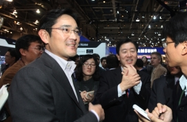 Samsung's No. 2 man offers to resign