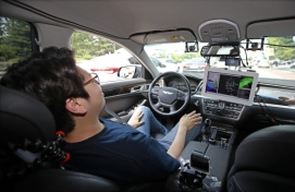SNU's self-driving car completes first test drive in city