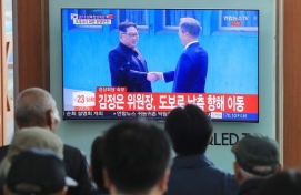 [BIG REUNION] Moon, Kim begin historic meeting at border