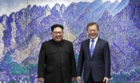 [BIG REUNION] Moon, Kim meet in historic summit