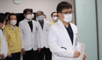 Front-line medical workers get 1st injections of Pfizer's vaccine in S. Korea