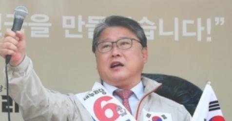 """조원진 """"박 대통령 목숨 위태로운데 병원조차 안데려가"""""""