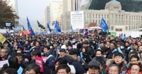 """""""기득권부터 놔""""…文케어 반대 집회에 비난 여론"""