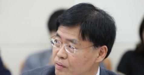 """비서 '취권운전'…警 """"술냄새"""" vs 최교일 """"몰랐다"""""""