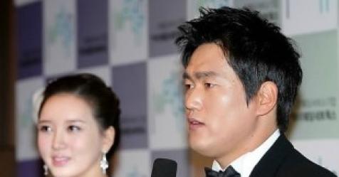 """최희섭 """"양육비 다 지급"""" vs 전처 '미지급' 카톡 공개"""