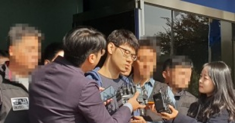 "'PC방 살인' 피의자 김성수, ""동생 공범 아냐"" 주장"