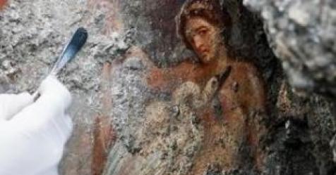 화산재에 묻힌 폼페이, 2000년 전 관능적인 벽화 발견