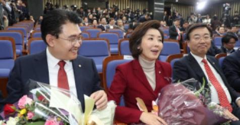 """한국당 원내대표 된 나경원 """"분열의 시대 지나갔다"""""""
