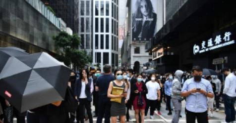 11살 아이까지 잡아가는 홍콩경찰…이달만 500명 체포