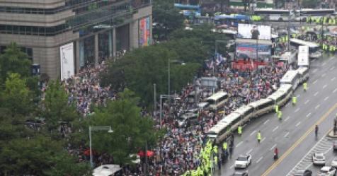 """8·15 집회 참가자들 """"집회 금지 통고는 헌법과 배치"""""""