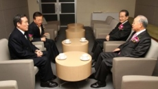 <포토뉴스>시무식 앞서 환담 나누는 손경식 상의 회장